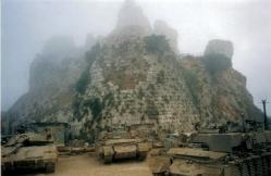המבצר בבוקר סגרירי חניון הרקם
